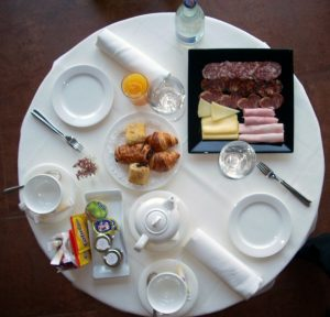 desayuno-buffet-room-service