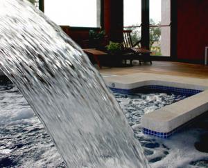 Cascada de Agua en el SPA Agua-Luz en hotel Villa Nazules
