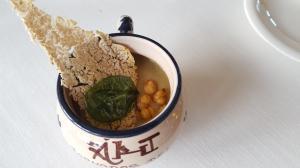 Crema de Bacalao Garbanzos y Crujiente de Alubia y Espinaca