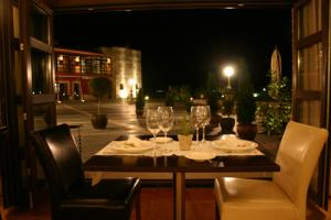 Romantic ambience at Mar de Olivos Restaurant