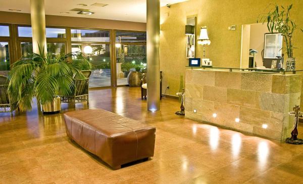 el hotel villa nazules es un hotel con un encanto singular