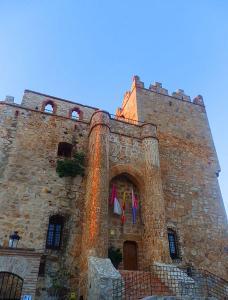 Castillo de Manzaneque; de Paula 1991 | Wikimedia Commons
