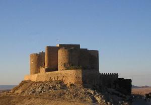 Castillo de Consuegra; Wikimedia Commons